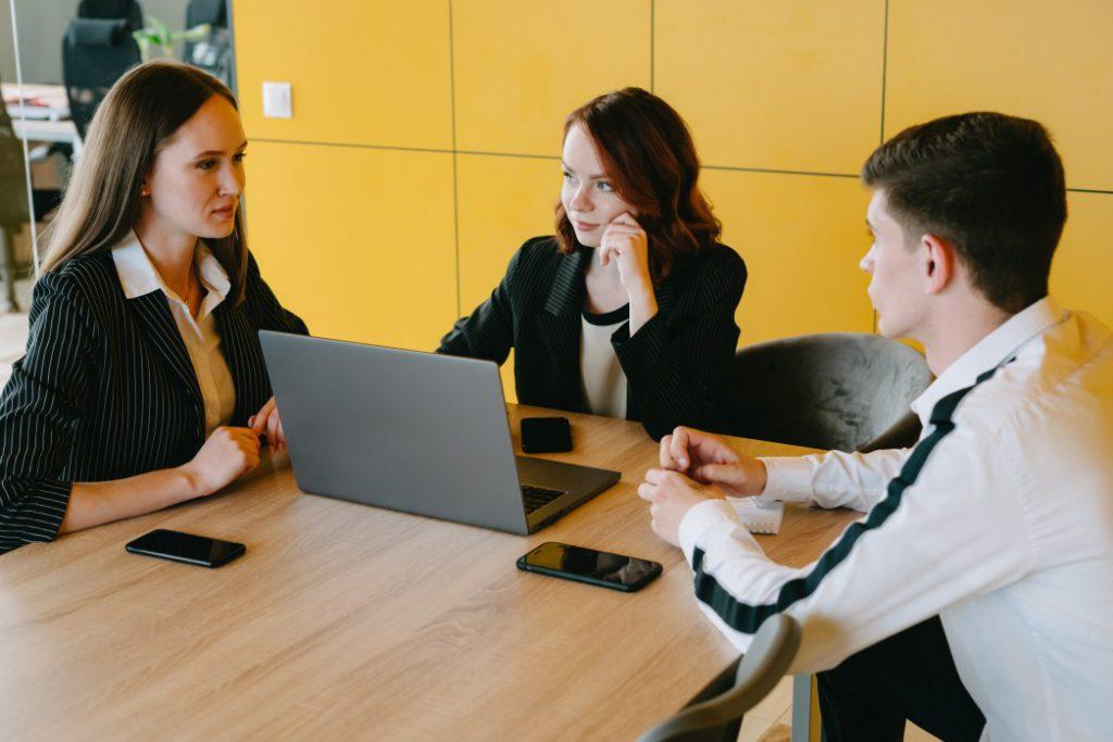 Business Meetings in Amerika: Gut vorbereiten und zu Visum/ESTA informieren!  @alicerodnova via Twenty20